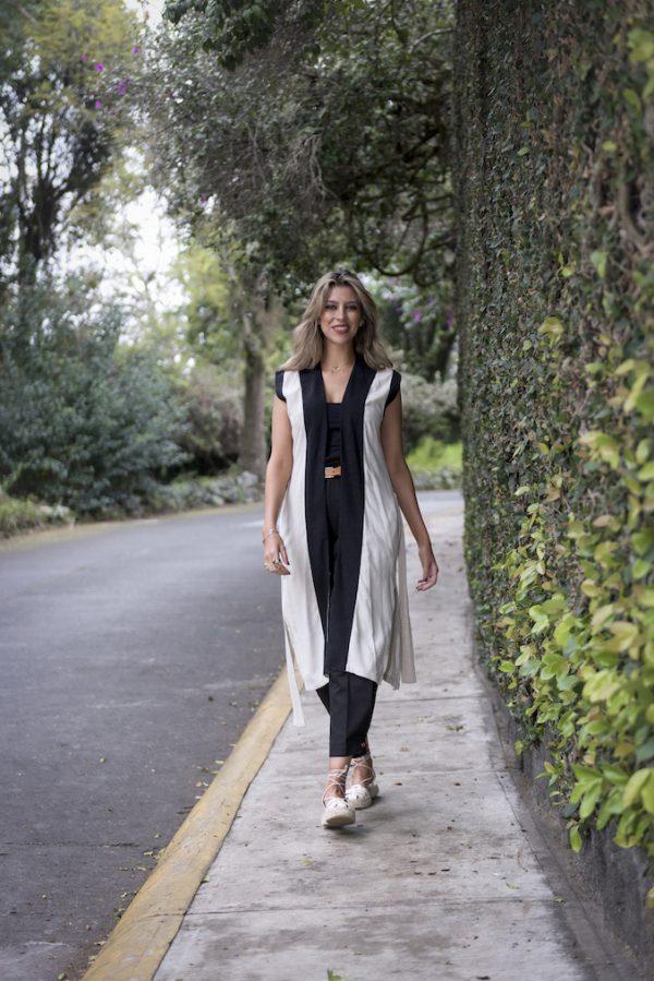 Chaleco Panaluu natural con Pantalon greta negro coleccion primavera verano 2021