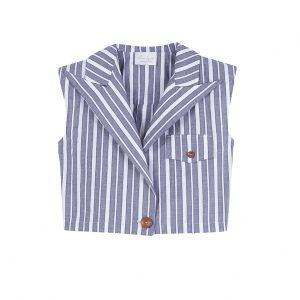 Chaleco corto a rayas, con hombreras, detalle de pinza en la espalda, botones de madera y un largo ideal para usar con pantalones de cintura alta.