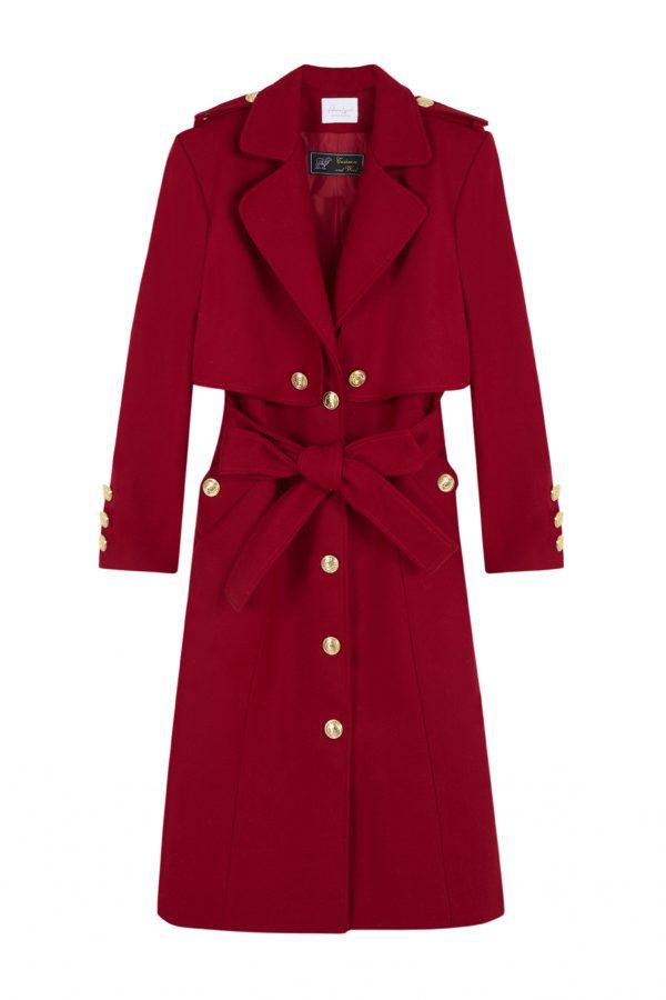 abrigo tipo gabardina, color rojo hecho de lana y con detalles de botones dorados en la parte frontal y trasera otoño invierno paloma lajud