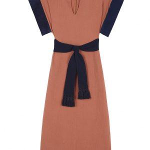 vestido naranja con contrastes azul marino estilo kaftan cotobro de la coleccion primavera verano de paloma lajud
