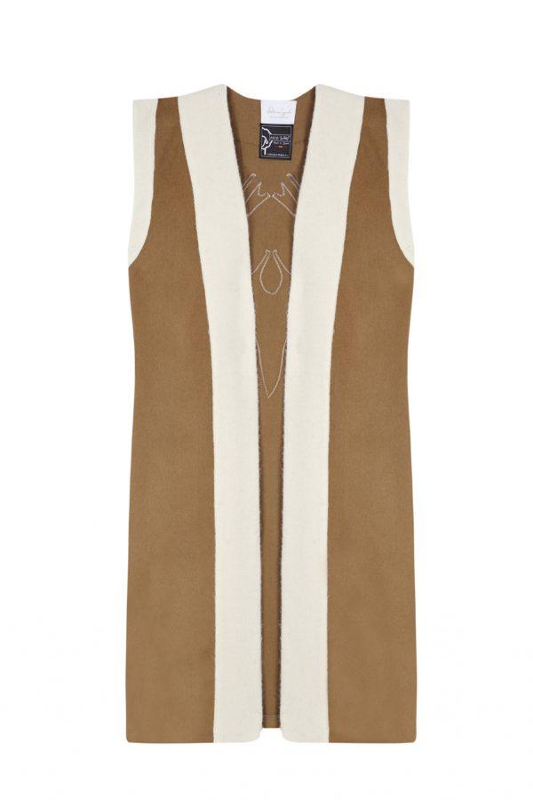 chaleco color camel de lana hecho en españa a mano, slow fashion