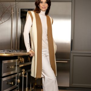 chaleco color blanco roto con camel de lana hecho en españa a mano, slow fashion