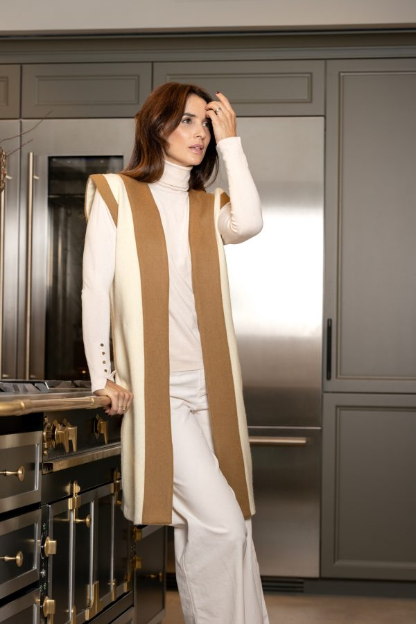chaleco color blanco roto de lana hecho en españa a mano, slow fashion