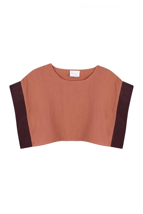 blusa crop top color caldero con mangas retro en color burdeos
