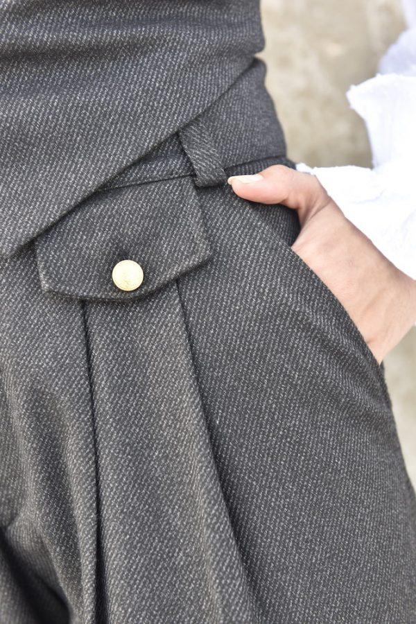 pantalon greta negro invierno lana, pantalon de vestir de tiro alto y cinturilla con detalles laterales de botones dorados