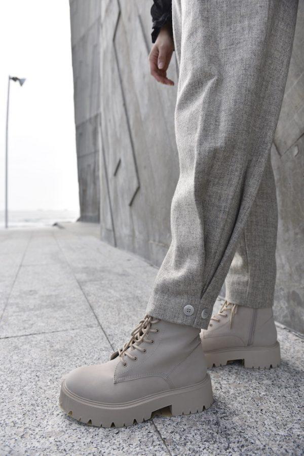 detalle botones de pantalon greta crudo