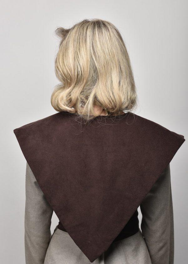 detalle trasero de cuello marron