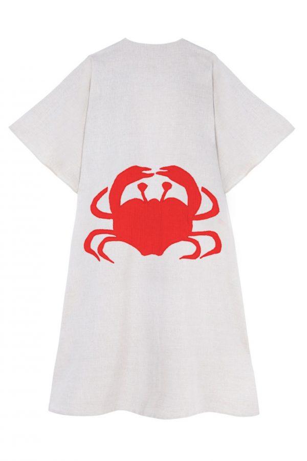Kaftan de lino de la coleccion sueños de verano de paloma lajud con cangrejo rojo bordado en la espalda el mas popular entre las influencers